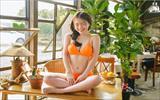 Ha Neul กับเซ็ทบิกินี่สีส้ม สดใส ชุ่มชื่น